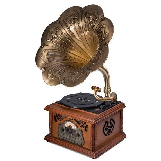 Antika değeri olduğunu düşündüğünüz eşyalarınız bulunuyorsa bu ürünleri sizler için alabiliriz. Sizlerden nakit olarak satın aldığımız antikalar meraklıları ile bir araya getirilir.